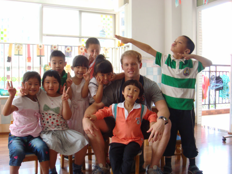 Dan with Chinese students
